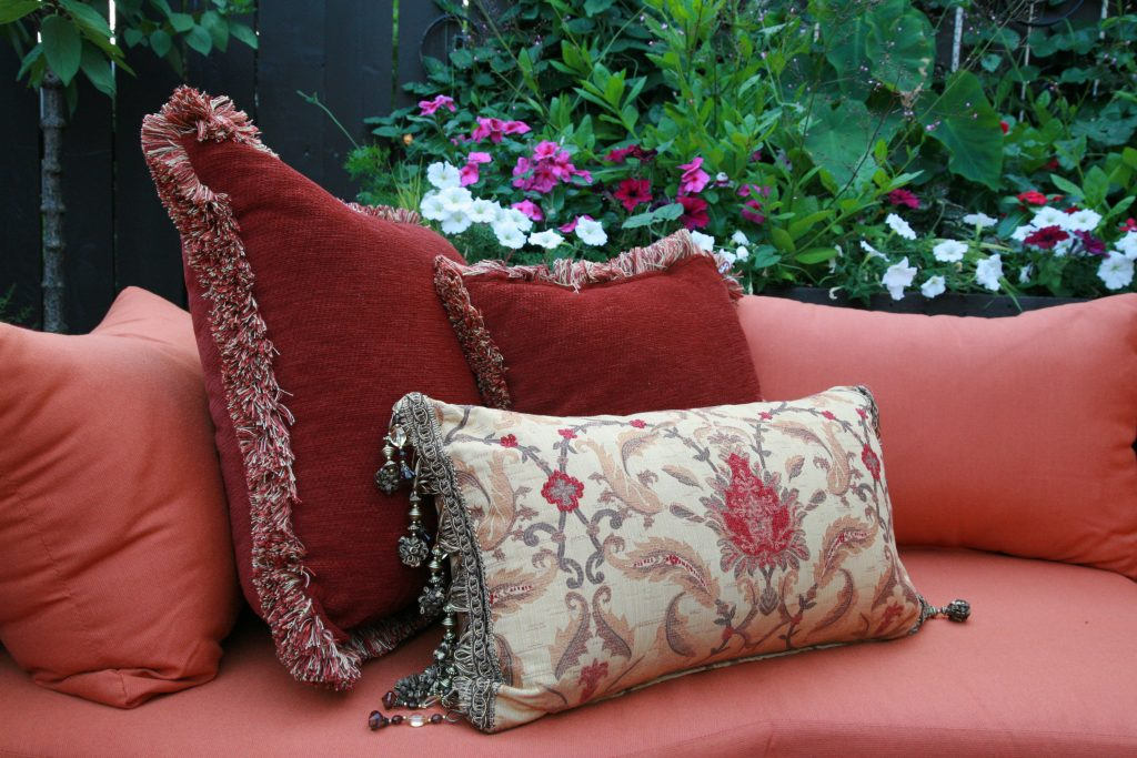 Backyard Rennovation Chicago, Pillow and Pillowcases, Backyard Decor, Flower Beds, Backyard Decorating, Rustic Rennovation, Hacienda Chicago